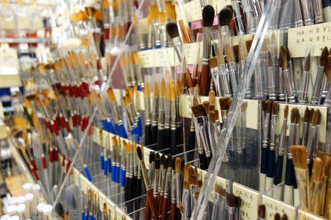 ユーアーツでは専門的な画材を中心に幅広い商品を取り揃えております。